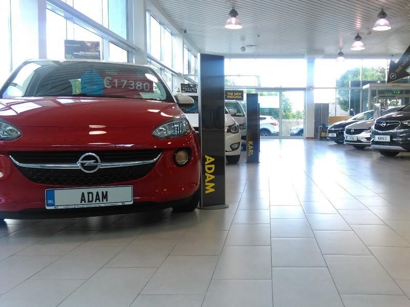Johnson & Perrott Opel, showroom