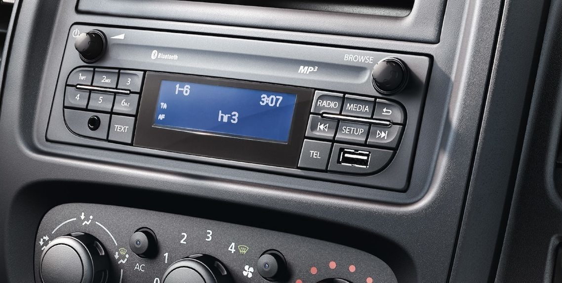 RADIO WITH USB / BLUETOOTH
